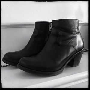 Allsaints 7US/38UK black leather boots